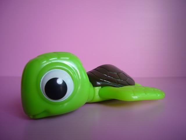 2003-finding-nemo-mcdonalds-happy-meal-toys-squirt.jpg